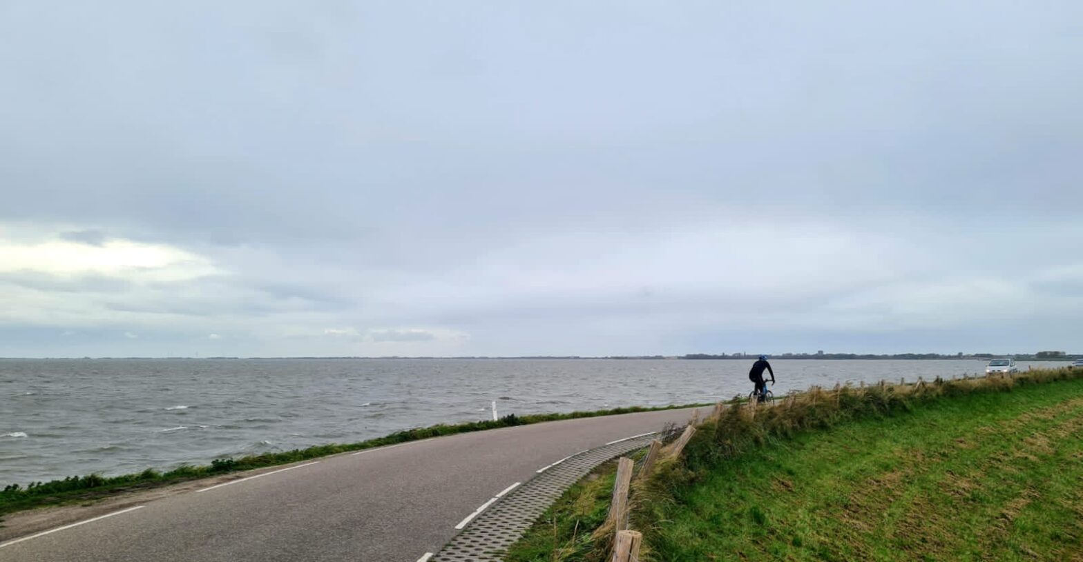 Riding the dikes in the Netherlands | World2Cycle.com